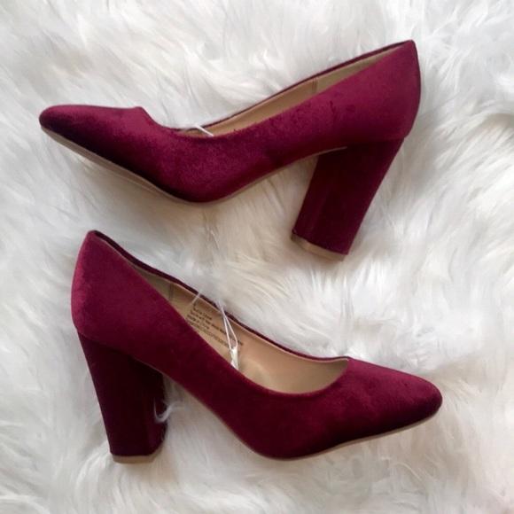 755dce035f5 a new day Shoes - NWOT Ellori maroon burgundy velvet block heels